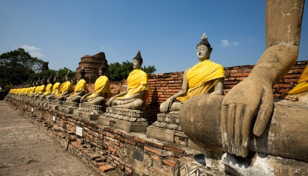 Buddha statues surrounding the chedi at Wat Yai Chai Mongkol in Ayutthaya