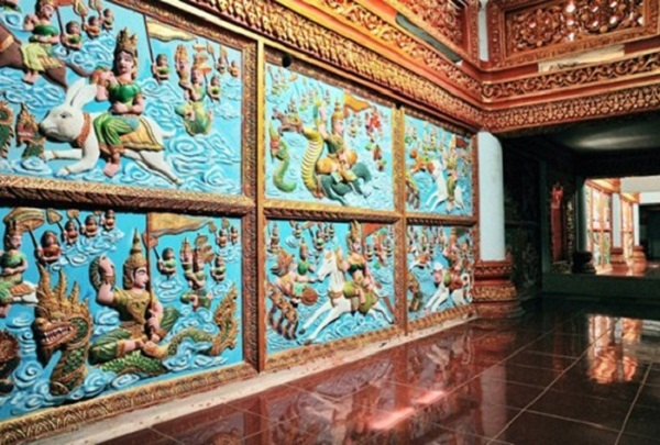 Frieze paintings about Buddha