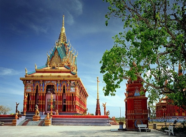 Ghositaram temple is the largest Khmer temple in the Mekong Delta