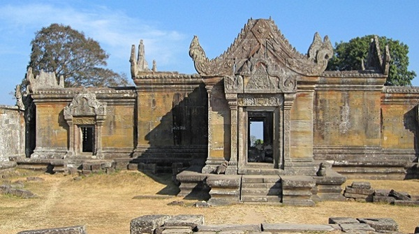 The architecture of this temple was designed in accordance with Banteay style