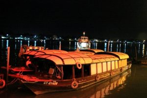 Tourist have many options to visit Tay Do night market and boat is one of such perfect options