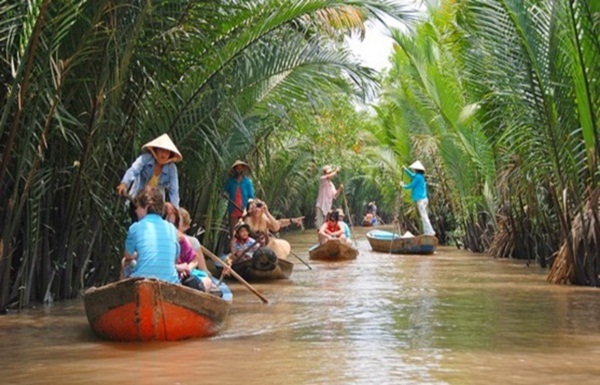 You will have opportunities to spend a day along the glorious Mekong River Delta by boat in full – day Mekong Delta tour