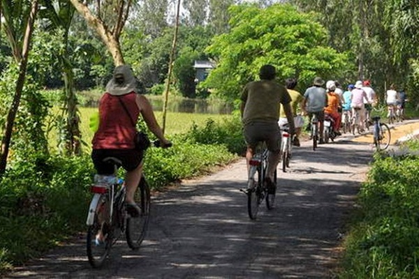 Exploring Mekong Delta with Mekong Delta Cycling and River Cruise