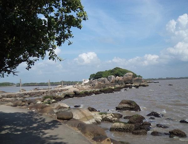 Sliver Stone Island in Ca Mau