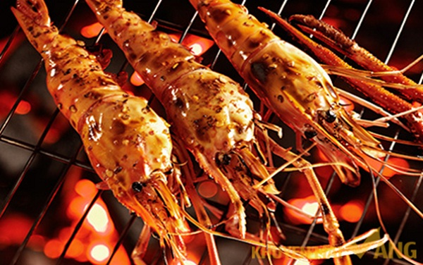 Attractive grilled shrimp in Phu Quoc's night market