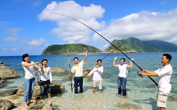 Each traveller will be given a fishing rod which is dedicated for sea fishing