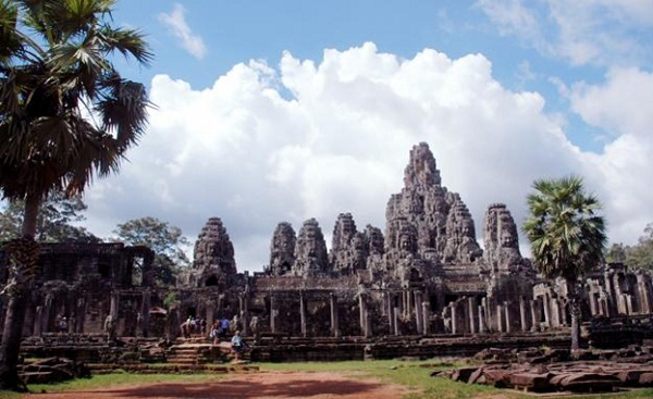 "Angkor Wat, the visual of ""Mount Meru universe"" of India"