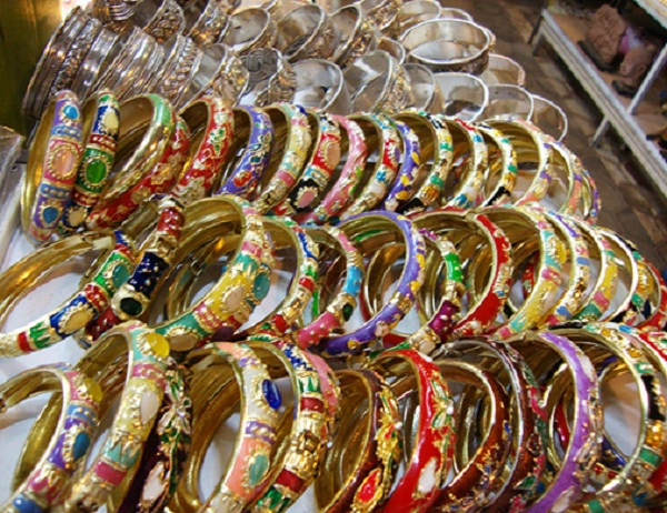 The silk bracelet at Siem Riep night market