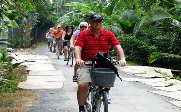 Discover the village by bike – an interesting experience in Mekong River trip