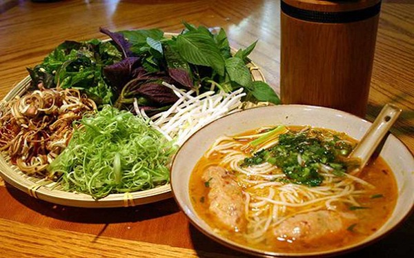 Beef noodle served with banana blossoms – a specialty of Tra On