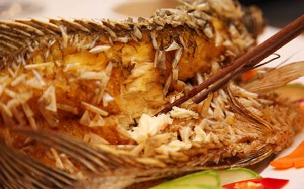 Vinh Long's deep fried giant gourami – a dish not to ignore in Mekong Delta trip