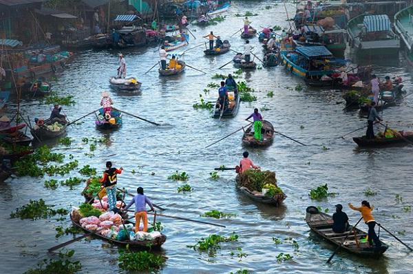 Busy floating market