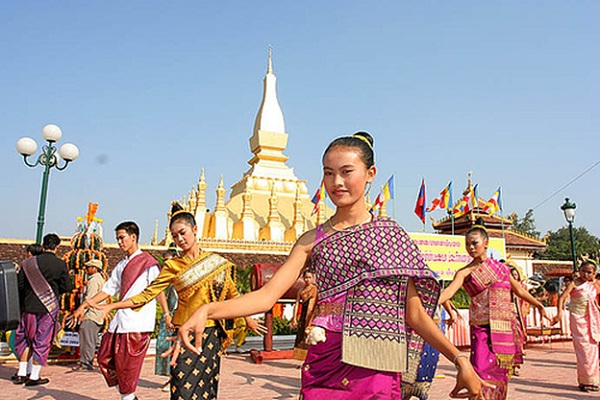 Lao dancing performance reflects people's rich spiritual life