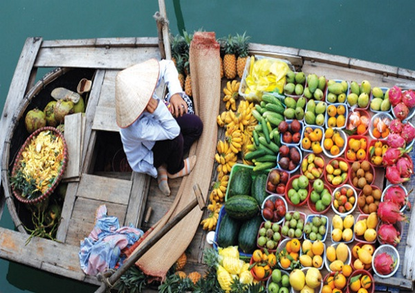 Main products in this market are fruit such as coconut, banana, guava, pineapple, jackfruit, grapefruit, orange, etc