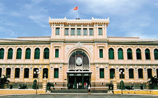 Saigon city tour – visit Saigon Central Post Office – an ideal place for mailing