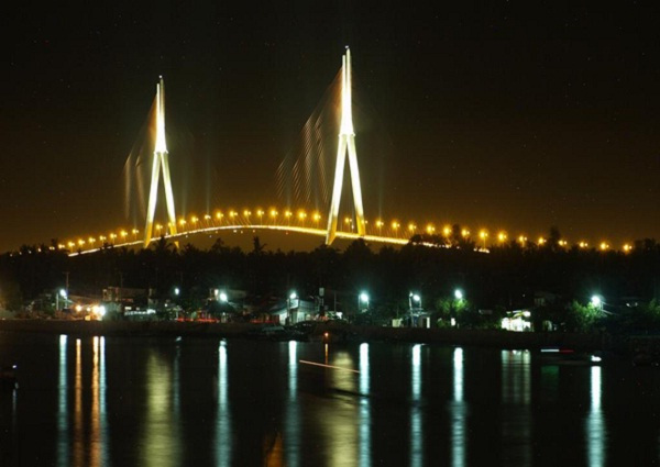 Can Tho Bridge at night