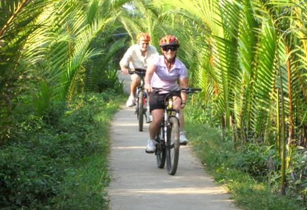Discover the province by bike