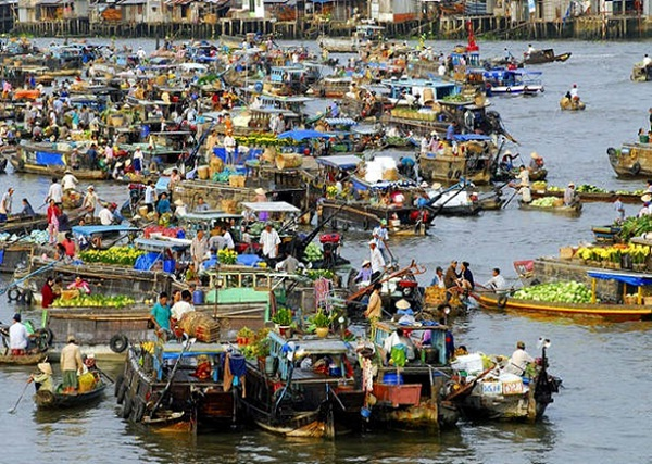 Cai Rang Floating Market, the most famous thing to do in Can Tho