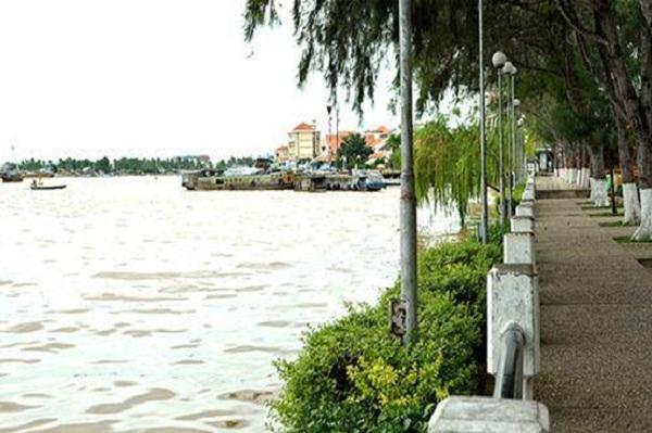 Gentle Hau River
