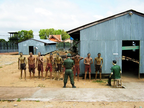 An images of Vietnamese soldiers being maltreated inside Phu Quoc Prison