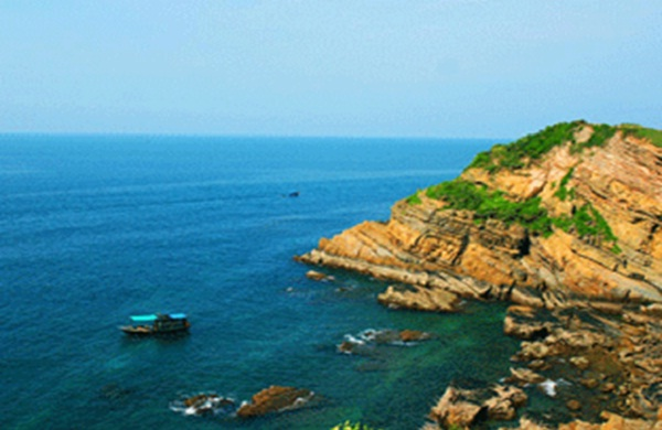 Standing on the top of Ganh Dau Cape, tourist can see the sea border between Vietnam and Cambodia
