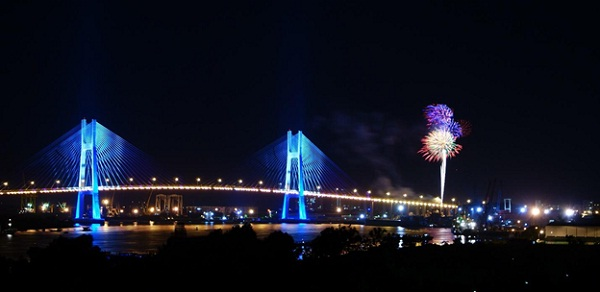 Phu My Bridge with its magnificent beauty at night