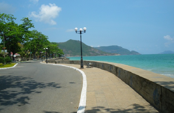 Sea wall, Con Dao Island