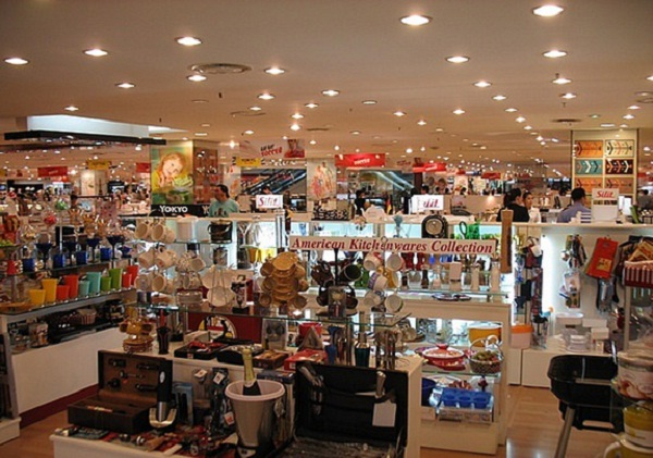 Luxury shops in shopping centre