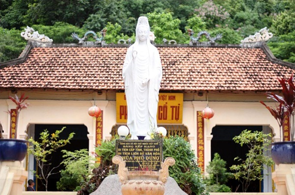 Mac Cuu Family Tombs