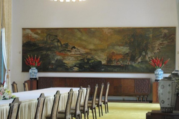 A picture about Vietnam's scenery by architect Ngo Viet Thu in the banquet room