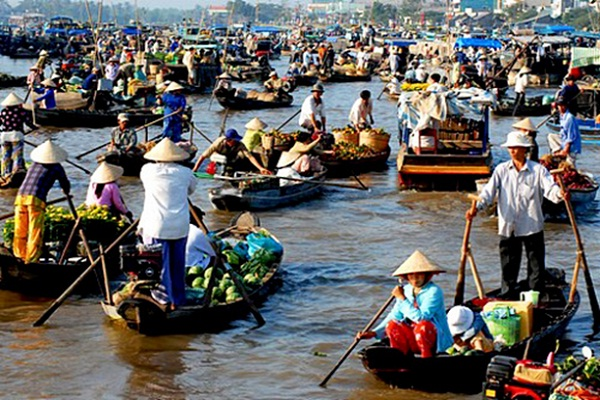 Cai Rang is the most floating market in the Mekong Delta