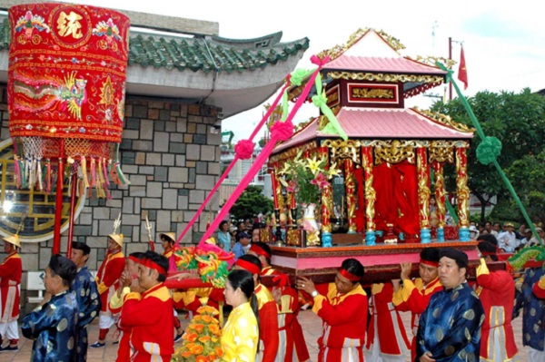 """""""Ba Chua Xu"""" festival"""