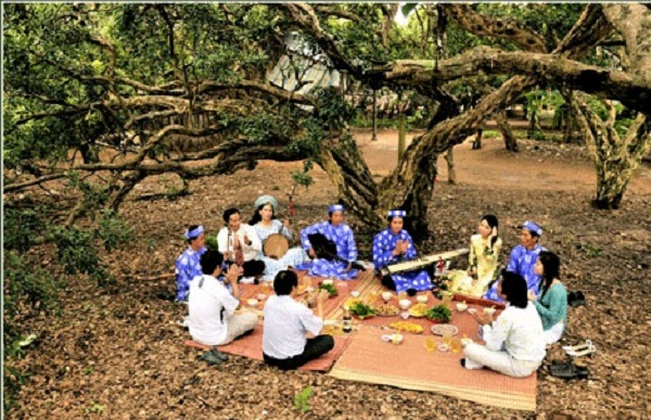 Picnic in the old longan garden