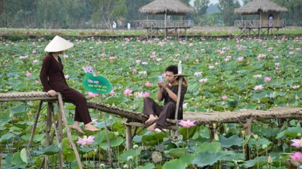 "Try ""ao ba ba"", traditional cloth of Vietnam Mekong Delta"