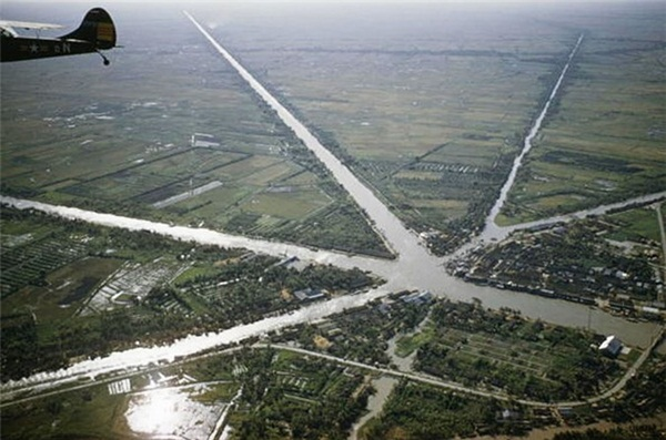 Intersection of 7 canals
