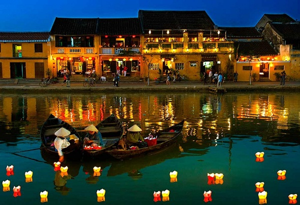 Poetic beauty of Hoi An Ancient Town at night