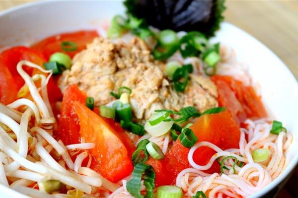 Bun rieu-crab noodle soup