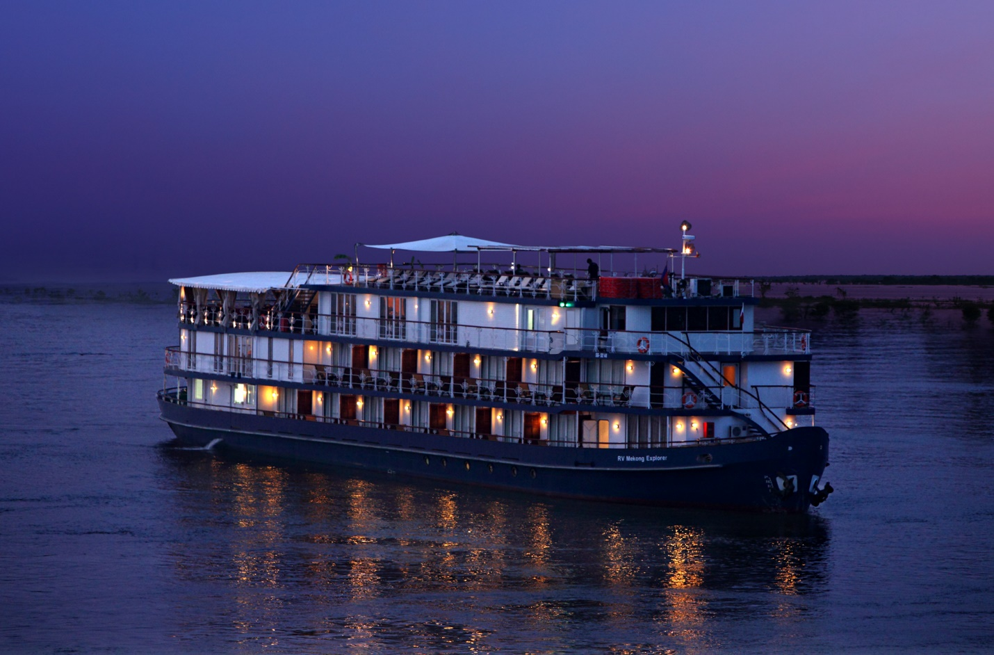 Jayavarman Cruise in sunset