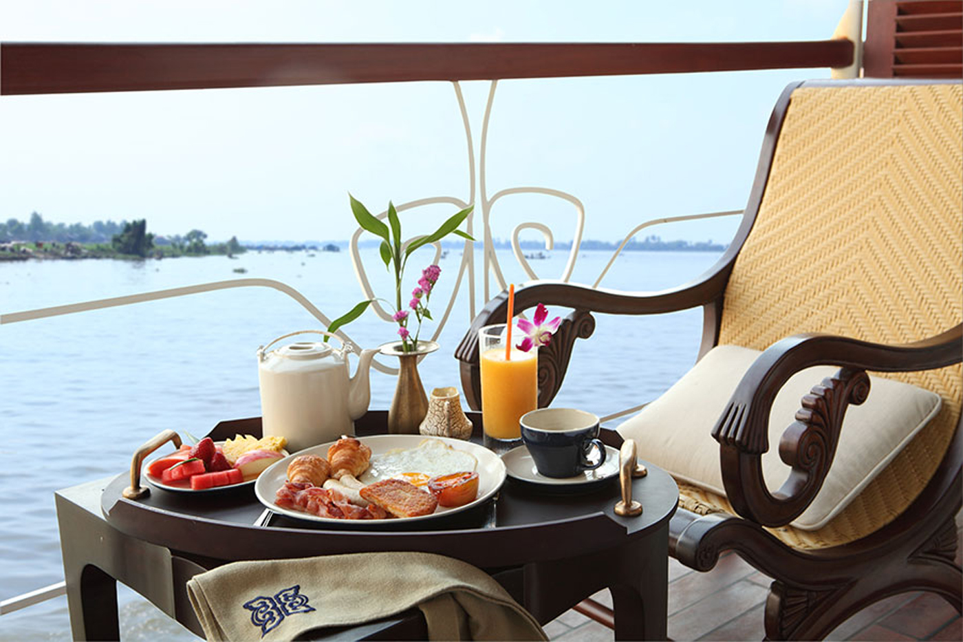The private balcony-where you can enjoy food and fresh air at the same time