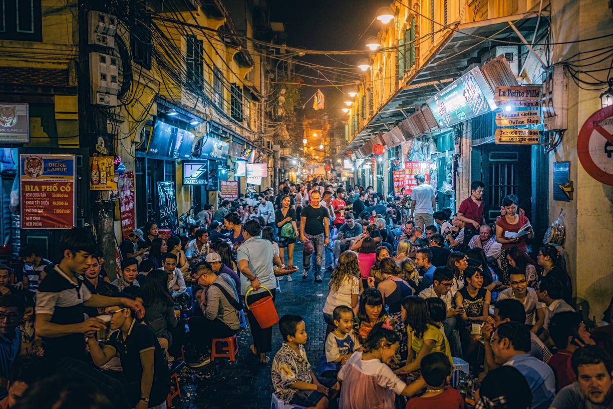 A bustling and moving Hanoi but still poetic at night