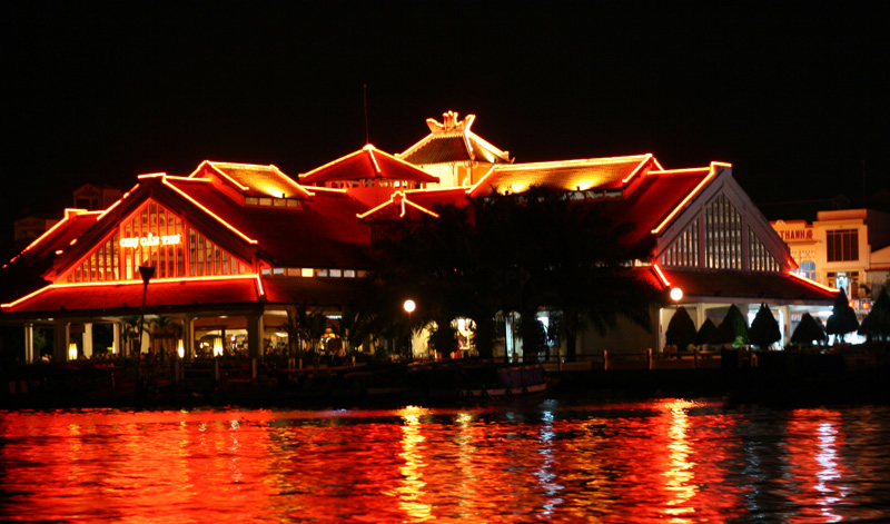 Can Tho market in Ninh Kieu Pier by night