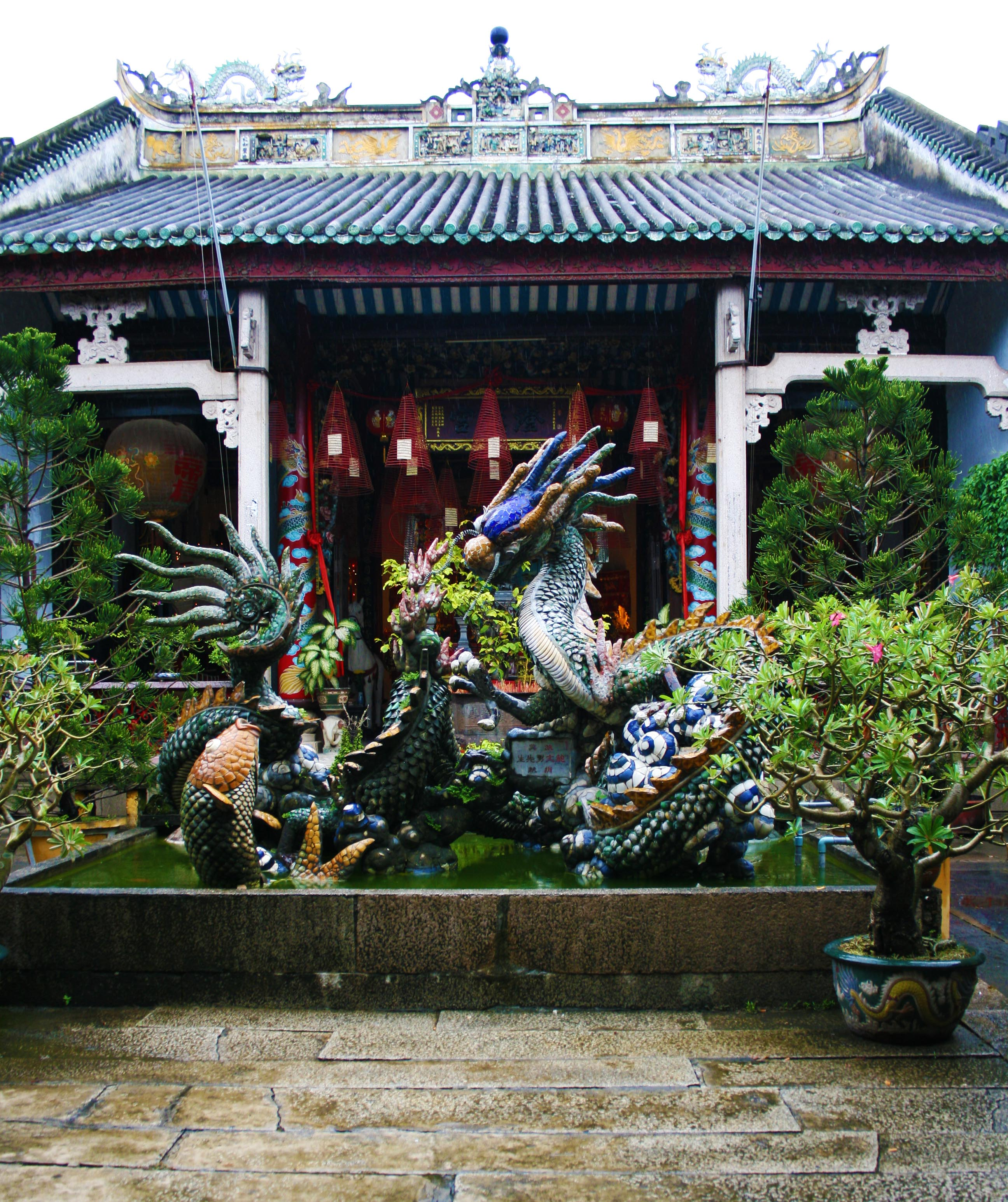 Dragon sculture at Hoi Quan Quang Trieu temple