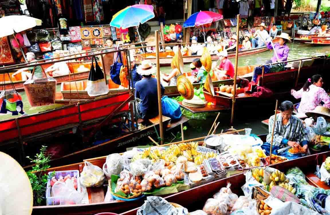 Festival in Cai Rang market