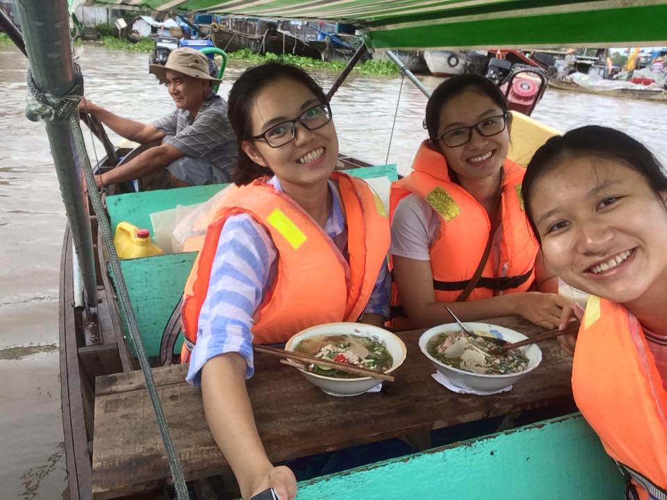 Fun experiences having breakfast in Cai Rang floating market