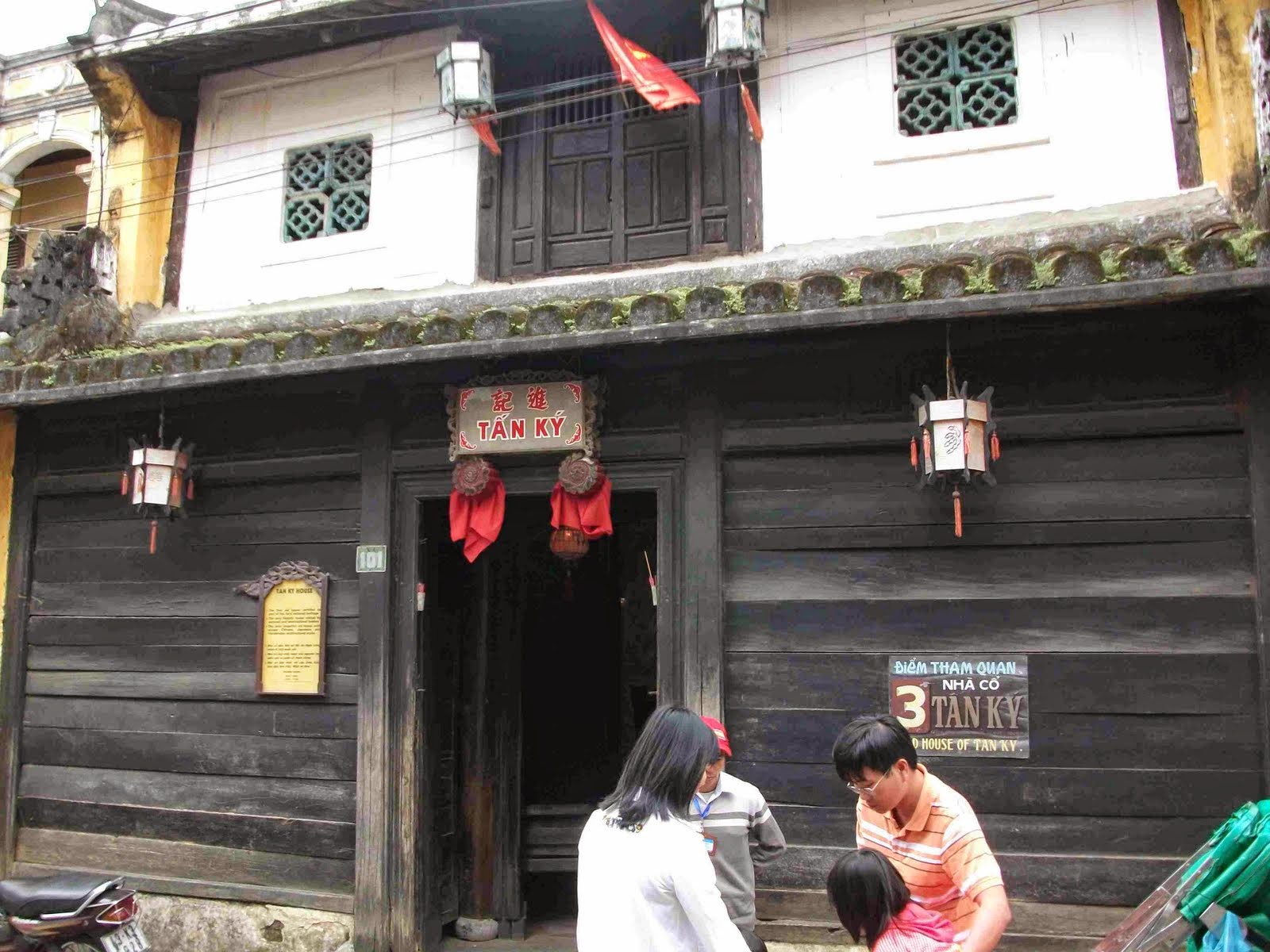 The yin- yang symbol in front of old house