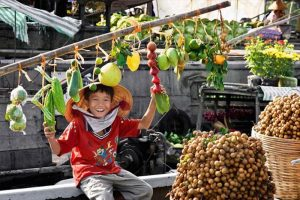 Vivid life of people in Cai Rang floating market