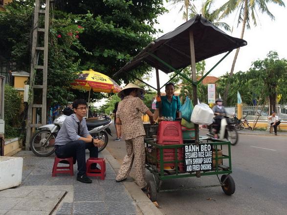 """Aunt Tai's """"Banh Beo cart"""""""