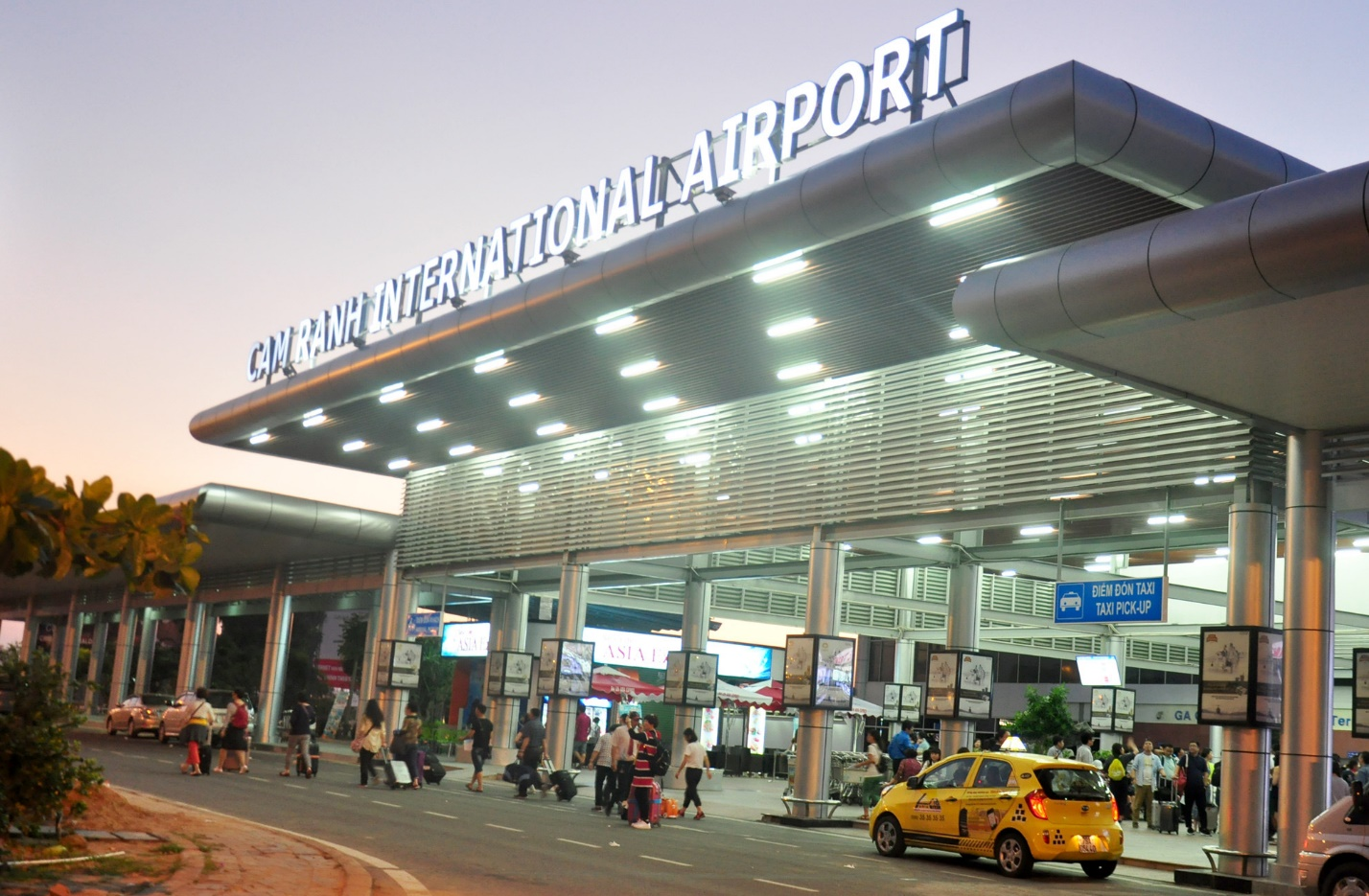 Cam Ranh international airport from which you can move to Mui Ne