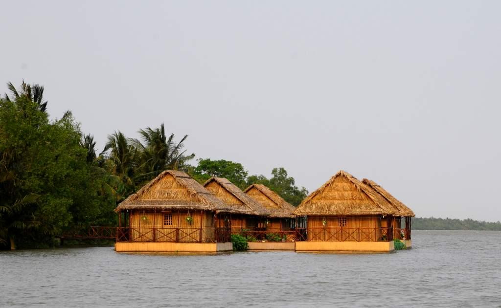 Mekong floating house Ben Tre