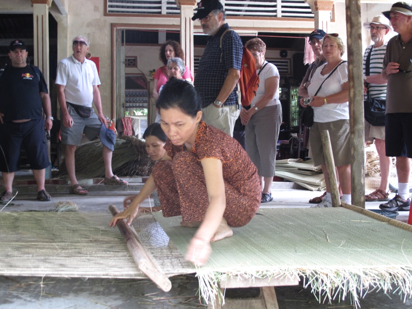 A chance to look at fine handicraft items made from coconut materials